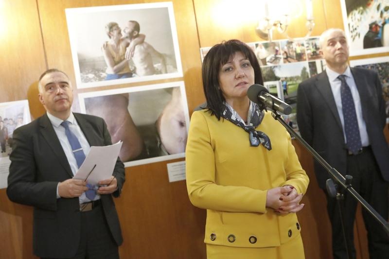председателят на Народното Събрание г-жа Цвета Караянчева